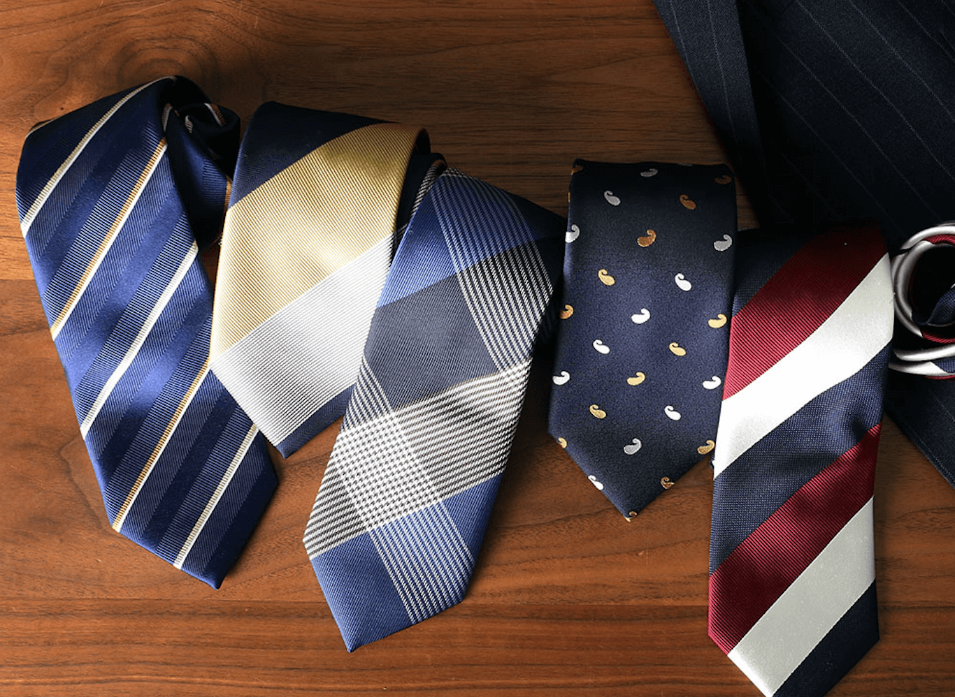 プレゼントでネクタイを彼氏に!人気ブランドと人気のネクタイを紹介!
