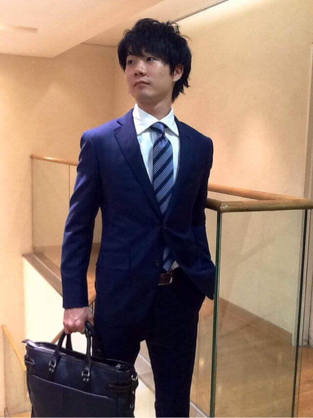 ネイビースーツ×白シャツ×青ネクタイ